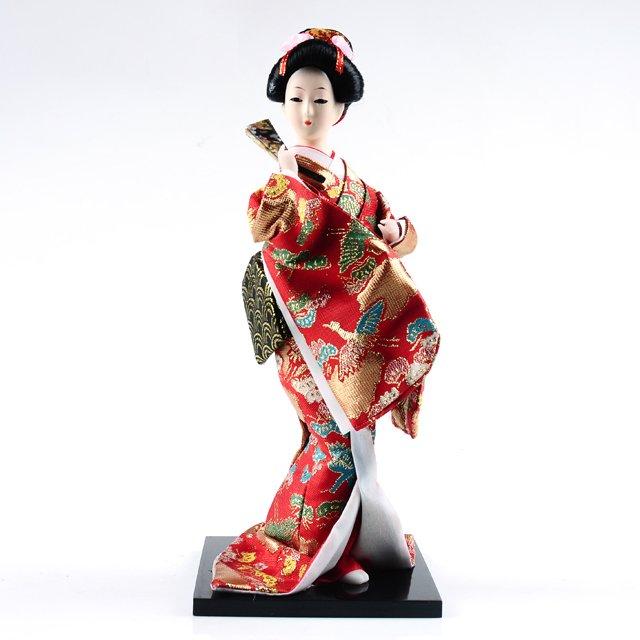 кукла в японском кимоно