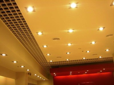 глянцевый потолок в стиле хай-тек