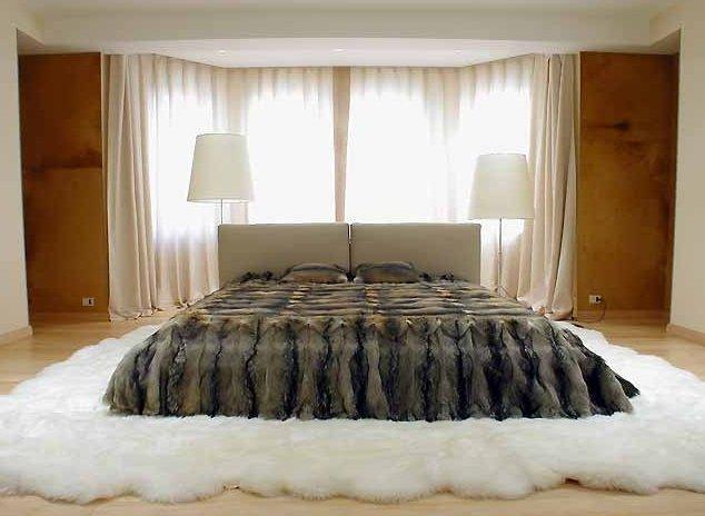 мех и шкуры в спальне