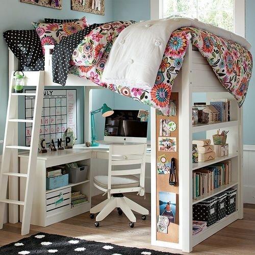 Кровать-чердак в маленькой спальне