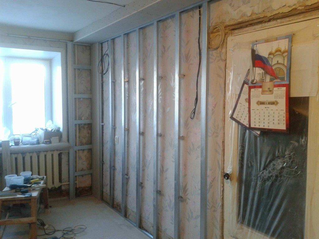 каркас стены с дверным проемом