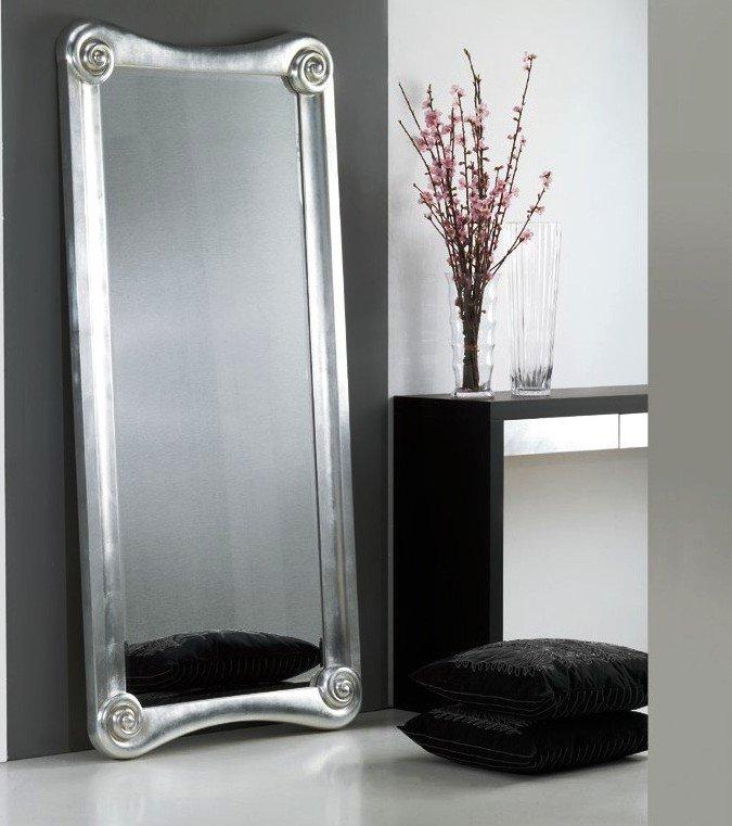 напольное зеркало в прихожей