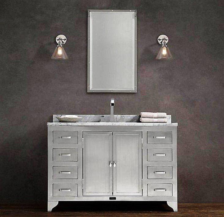 сочетание металла и стекла в ванной комнате