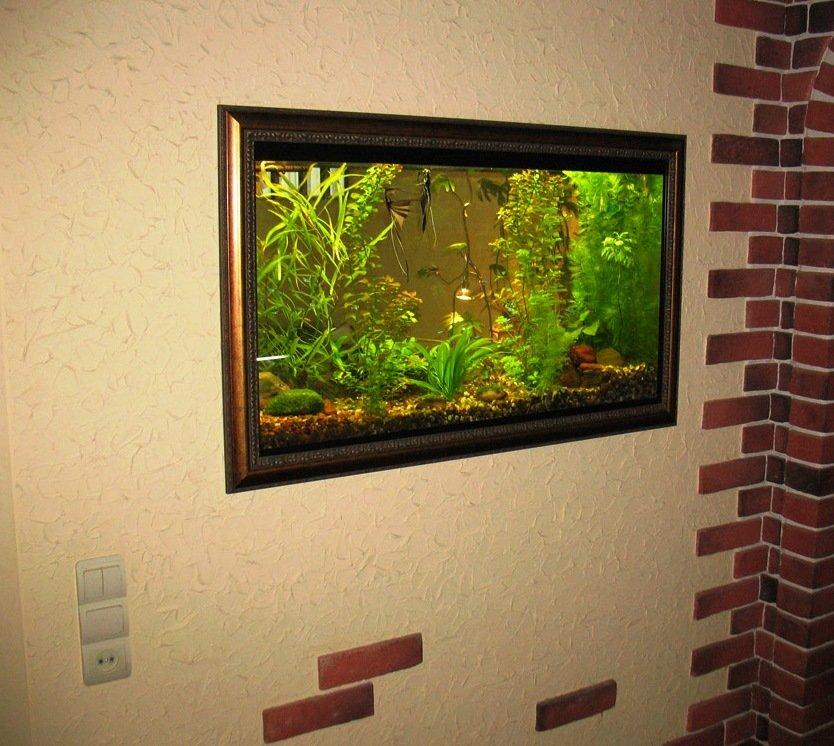 аквариум-картина в современной квартире