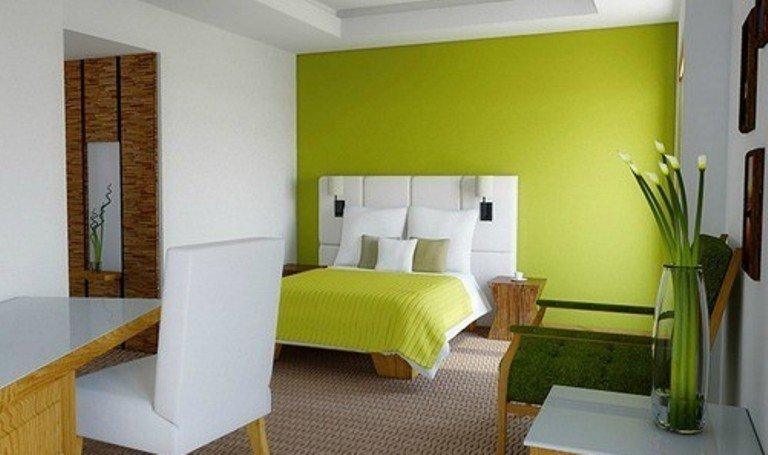 зеленый цвет акцентной стены