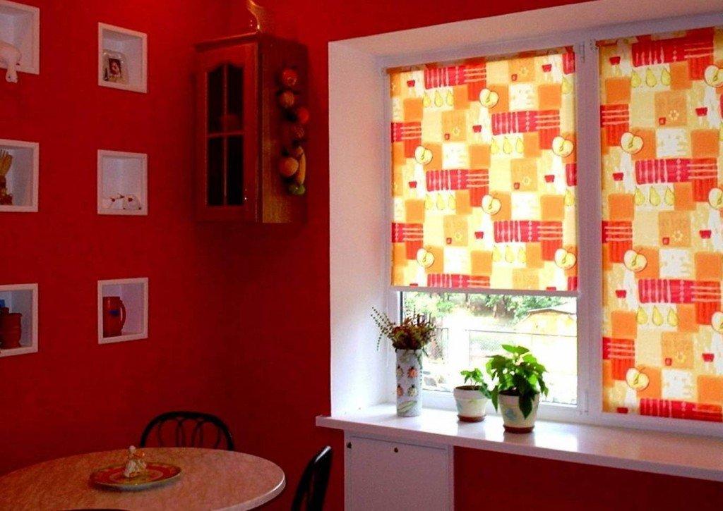 использование кассетных штор на кухне