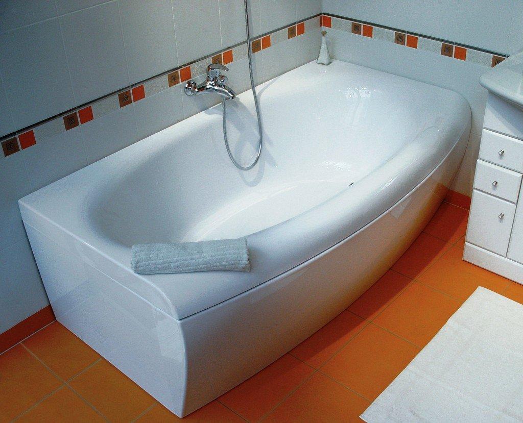 пространство под ванной закрыто самими производителями
