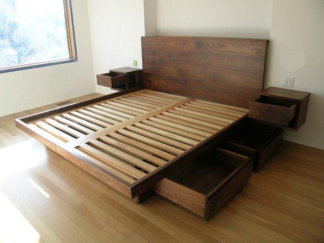 низкая кровать в восточном стиле