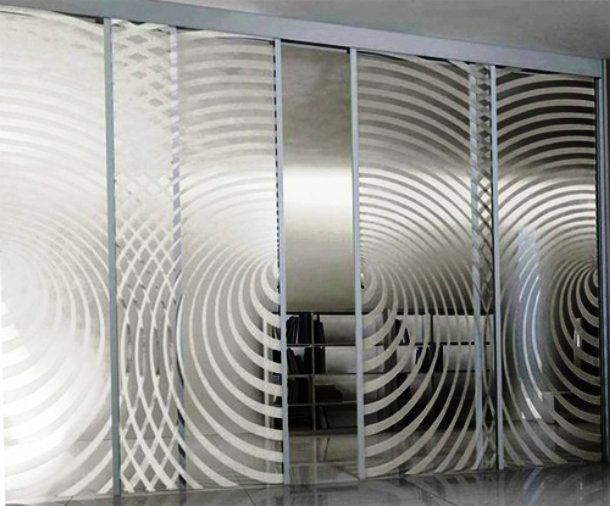 пескоструйная обработка стекла для дверей