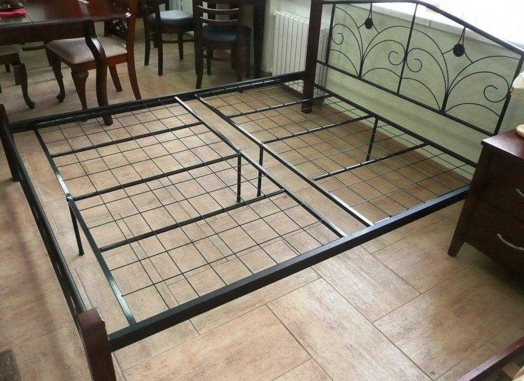 жесткий металлический каркас кровати