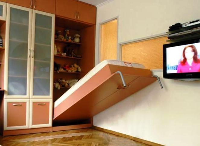 кровать прикрывающая стеллажи