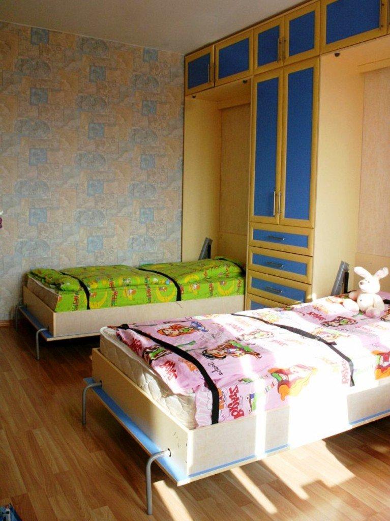две подъемные кровать в одном шкафу