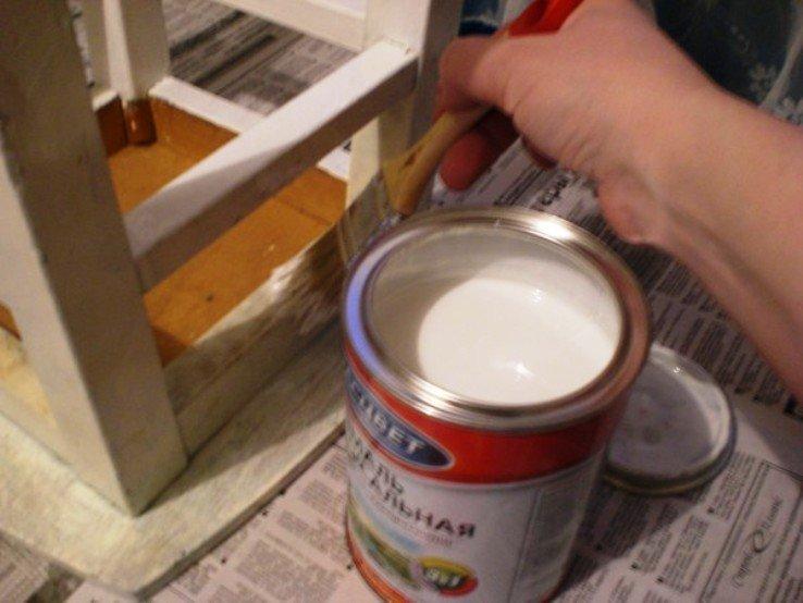 обновляем покрытие белой краской