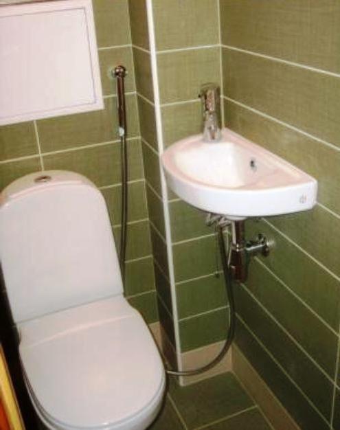гигиенический душ подключенный к смесителю