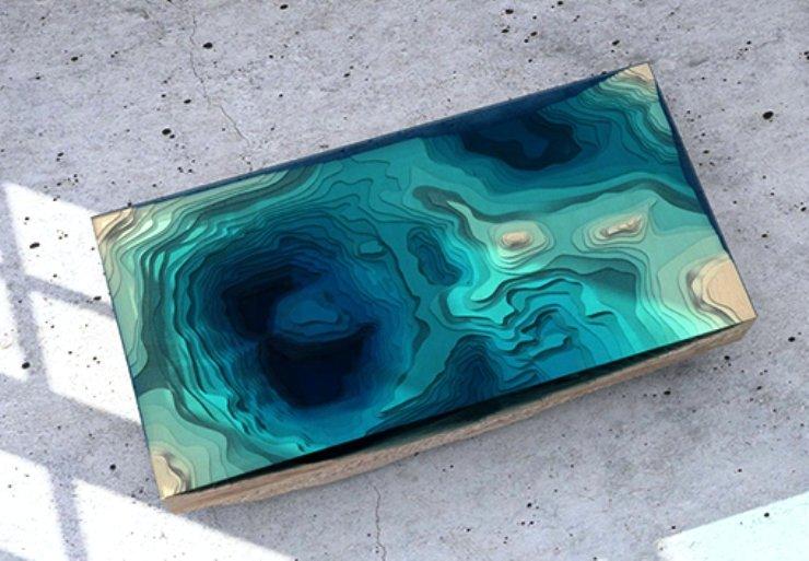 столик выполненный из многоярусного стекла