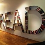 библиотека в современной гостиной