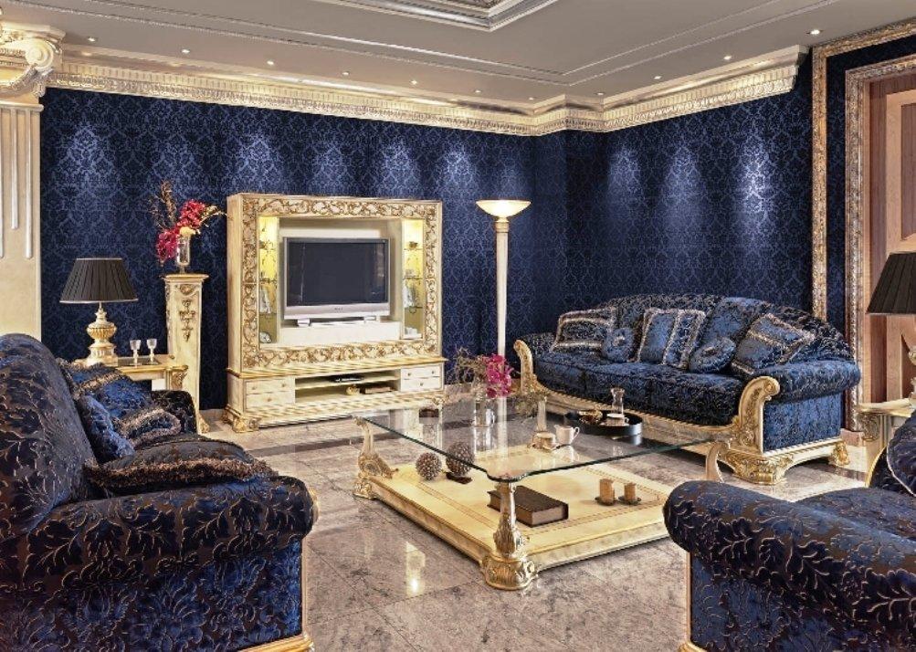 насыщенный сапфир в классическом интерьере гостиной
