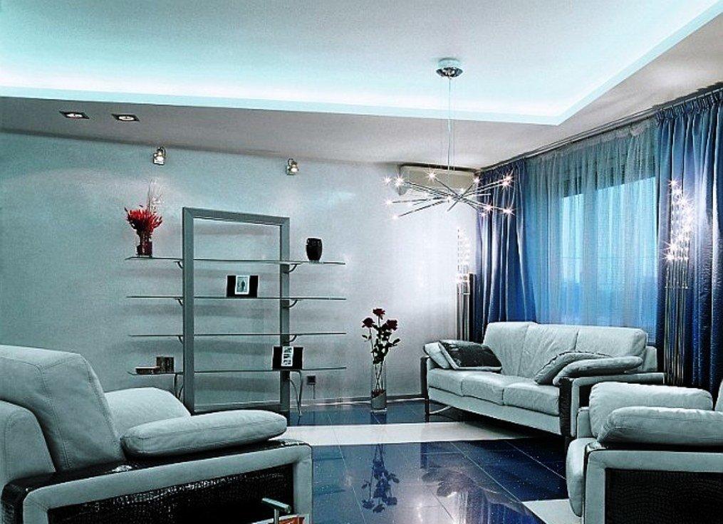 оформление пола гостиной с использованием синего