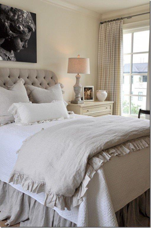 Светлая мебель для маленькой спальни
