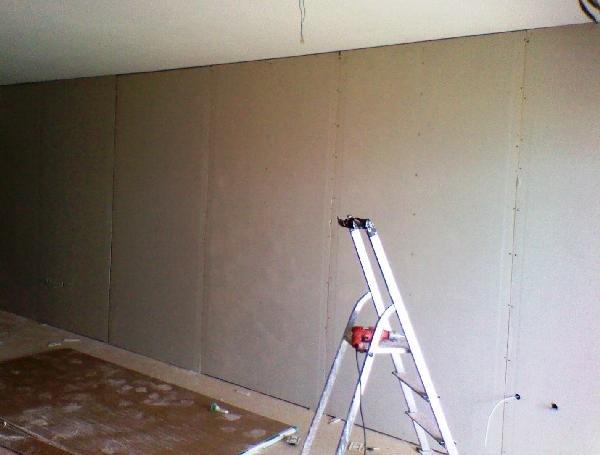 стена обшитая гипсокартоном