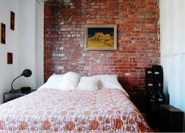 стена в спальне