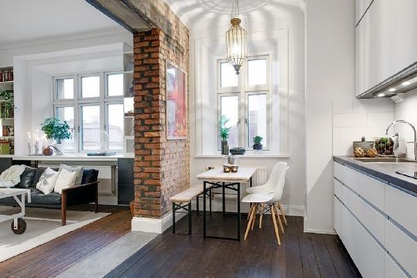 несущая стена разделяющая кухню и зону отдыха