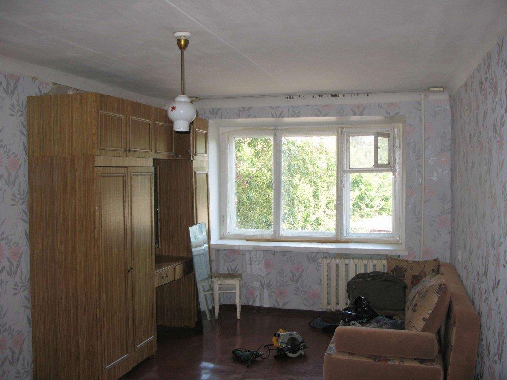 окно в комнате новой квартиры
