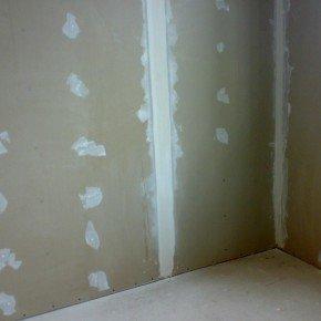 шпаклюем стену