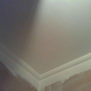 покрашенный потолок в прихожей