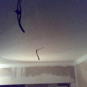 стык полотен на потолке