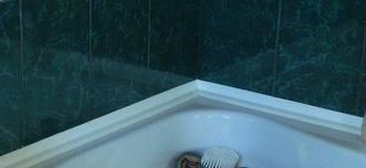установка плинтуса для акриловой ванны