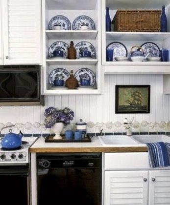кухня декорирована посудой