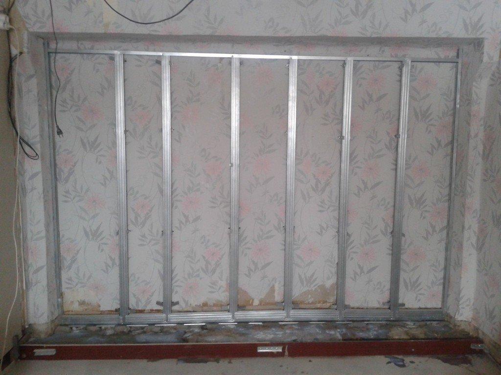 подиум у стены