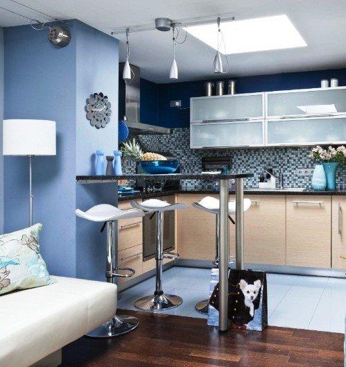 подвесные светильники в интерьере кухни-столовой