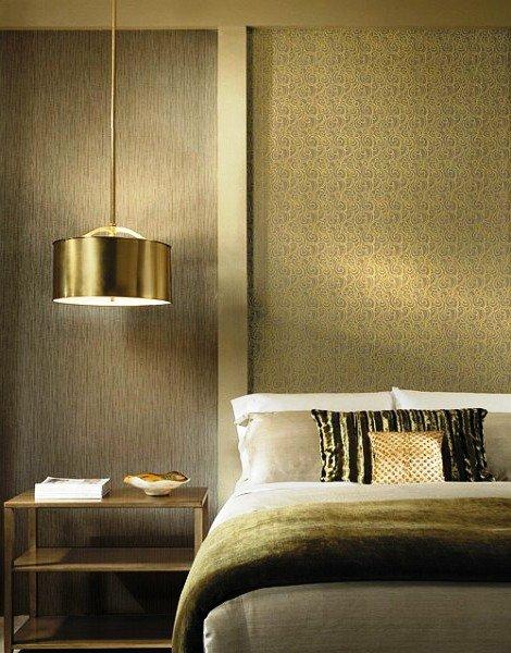 светильник рядом с кроватью