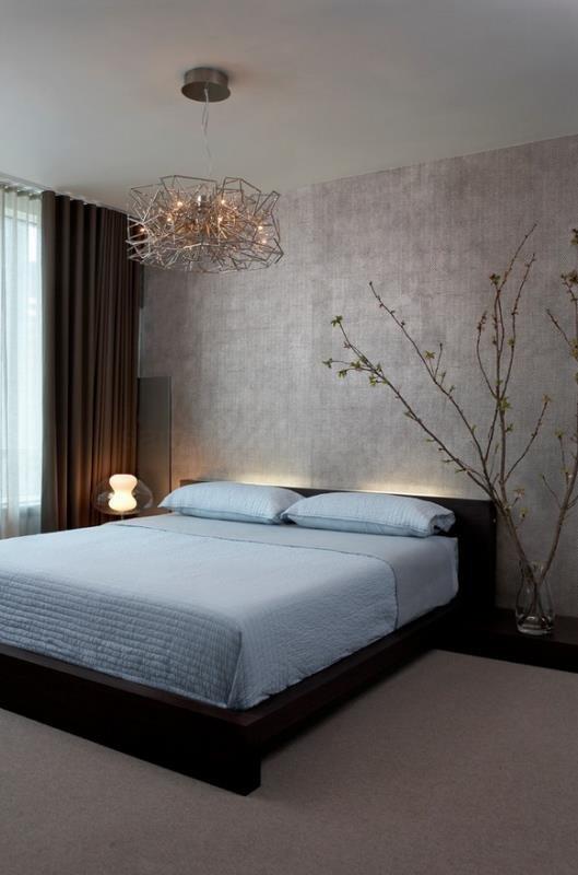 Люстра - основной аккорд в современной спальне