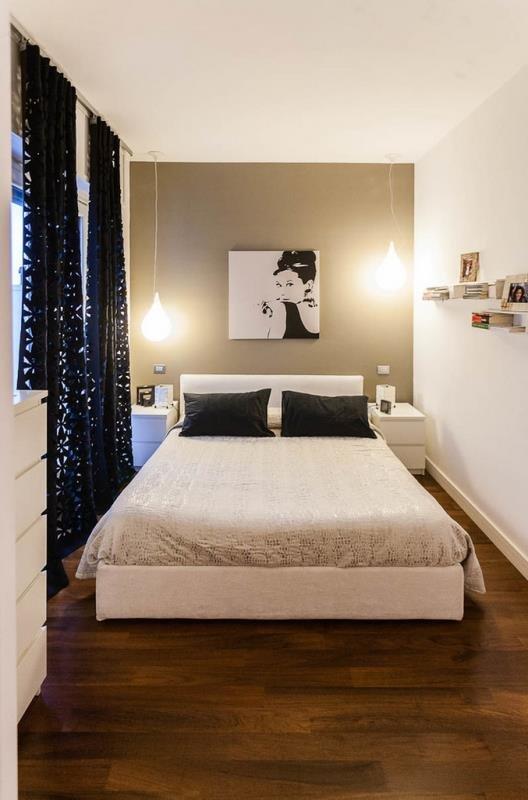 Светильники свисающие с потолка - признак современной спальни