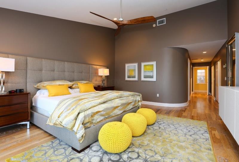 Немного солнца в современной спальне