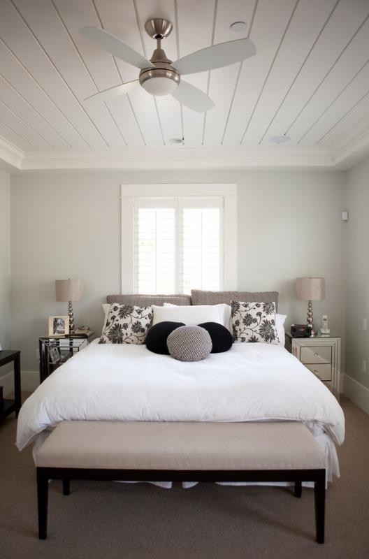 Стены в современной спальне