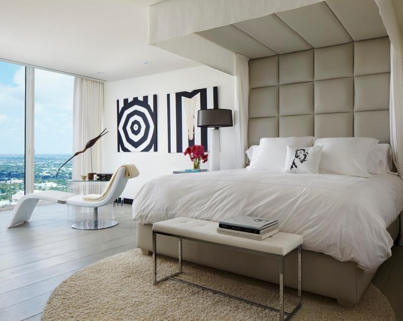 Изголовье переходящее на потолок в современном дизайне спальни