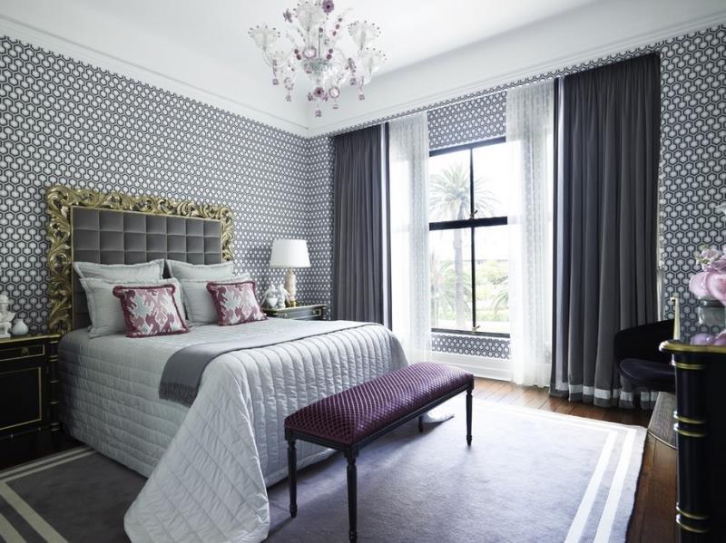 Гексагональный рисунок обоев - спальня современной семейной пары