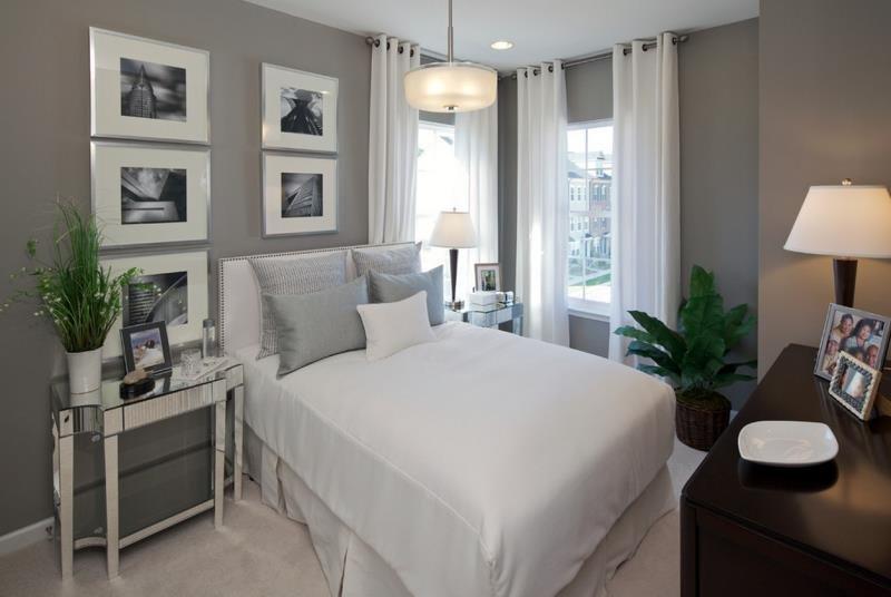 Зеркальная мебель в современной серой спальне