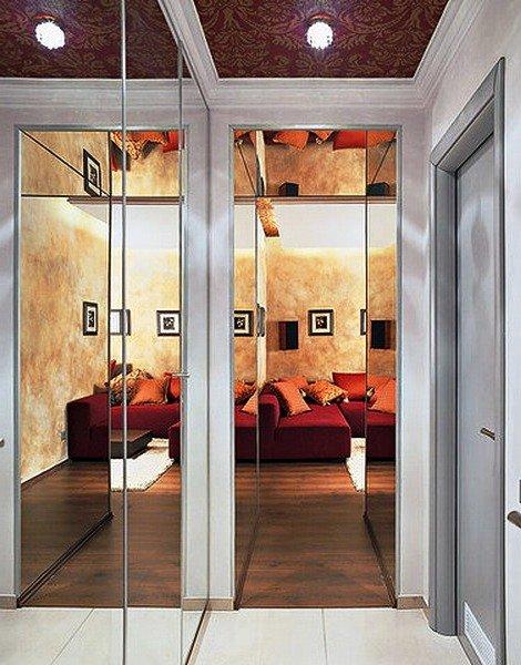 зеркальные стены в прихожей