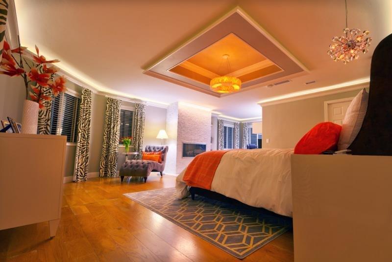 Подсветка потолочной ниши в современной спальне (США Сан-Диего)