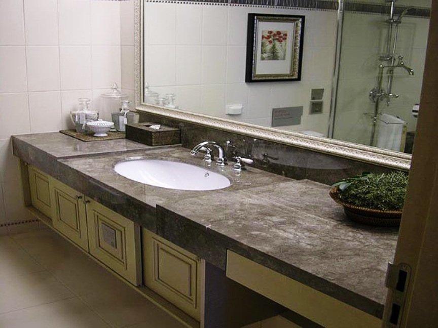 Камень и стекло в ванной комнате
