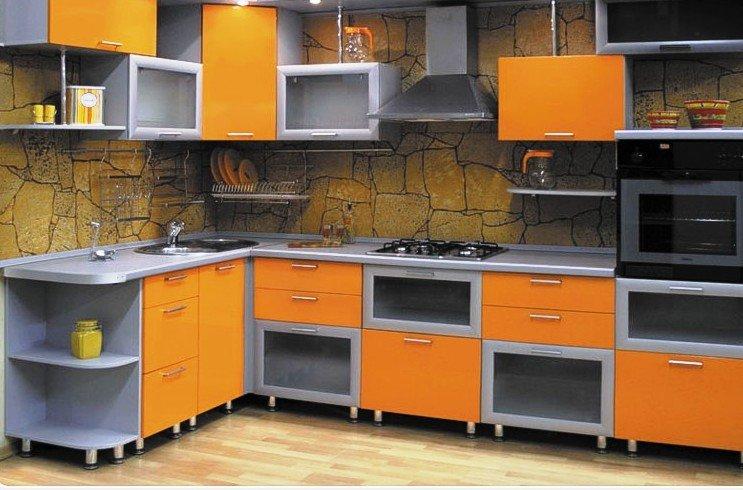 цветовой микс в оформлении кухни