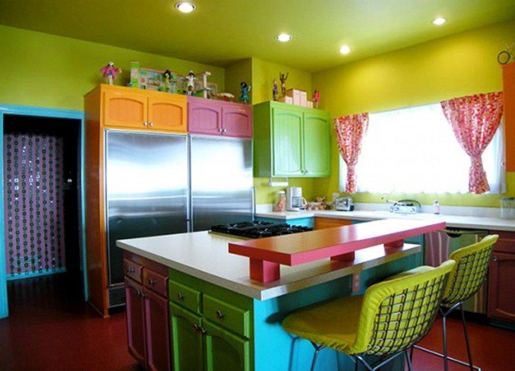 сочетание ярких цветов для кухонной мебели