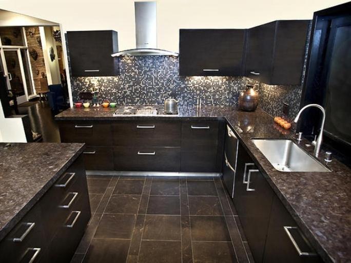 Люстра в интерьере на кухне