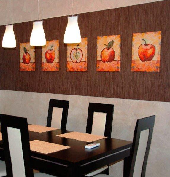 группа картин в качестве декора стены на кухне
