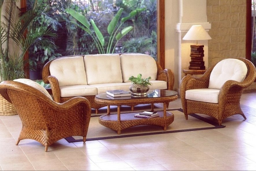 гарнитур из кресел, дивана и столика